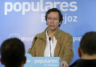 Carlos Floriano, durante una reunión con cargos de la formación en Extremadura.- Tarek (EFE)