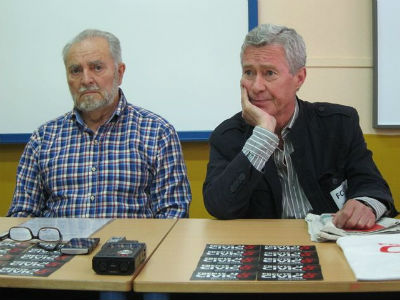 El exlíder de IU, Julio Anguita, y el profesor Jorge Verstrynge, en rueda de prensa. EP