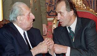 El padre del rey le avisó de que sólo le apoyaría si abría el régimen de Franco