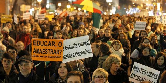 Manifestación de la 'marea verde', en Madrid, contra los recortes en Educación y la reforma de Wert. EFE