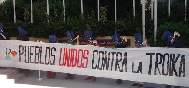 Activistas de Marea Ciudadana frente a la Sede la Unión Europea en Madrid