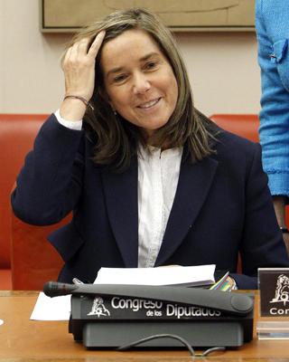 La ministra de Sanidad, Ana Mato, este miércoles en la Comisión de Igualdad del Congreso. EFE