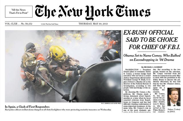 Foto de los mossos cargando contra los bomberos, en la portada del New York Times.