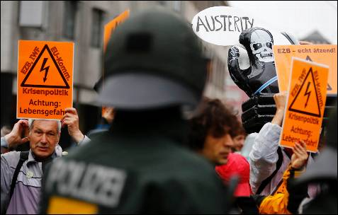 Protesta delante del BCE contra la política desarrollada por la autoridad monetaria durante la crisis en la UE.