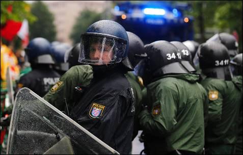 Fuerte despliegue policial en Fráncfort para proteger la sede del BCE de los manifestantes.