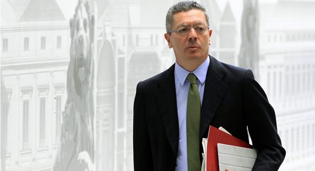 El ministro de Justicia, Alberto Ruiz-Gallardón, a su llegada este miércoles al Congreso de los Diputados.