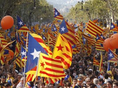 Manifestantes portan esteladas en la última Diada.