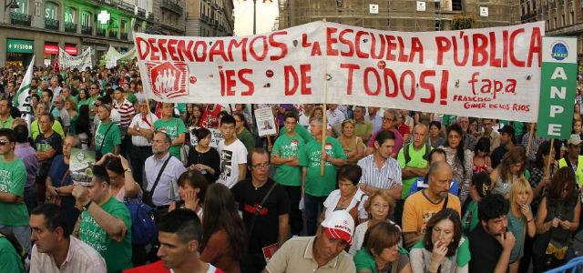 La Puerta del Sol de Madrid, ocupada por la comunidad educativa en una de las últimas 'mareas verdes'. EFE