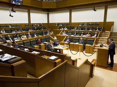 Iñigo Urkullu se dirige al Pleno del Parlamento vasco. -EFE