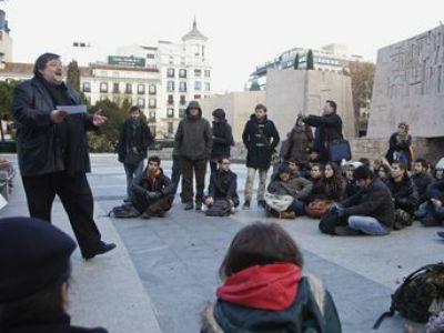 Imagen de una de las clases que los profesores de la Universidad Complutense impartieron en protesta contra los recortes. -REUTERS