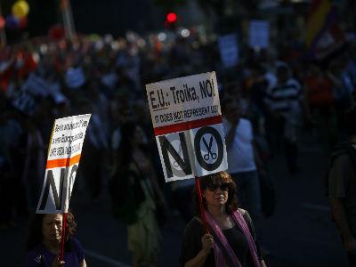 Una de las imágenes de las protestas contra la troika de este fin de semana. -REUTERS