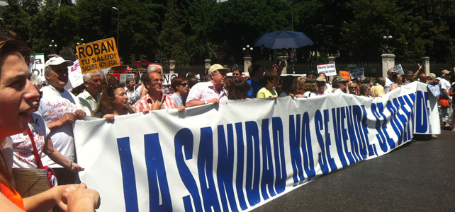 La pancarta de inicio de la Marea Blanca en Madrid