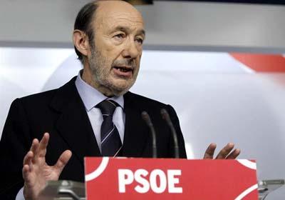 El secretario general del PSOE, Alfredo Pérez Rubalcaba, durante su comparecencia.