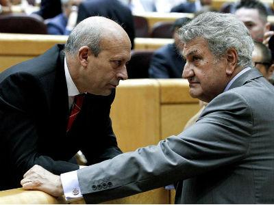 El ministro de Educaci�n, Jos� Ignacio Wert, y el presidente del Congreso, Jes�s Posada, hoy, en el Senado. EFE