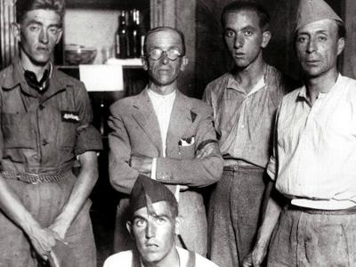 Milicianos republicanos durante la Guerra Civil.- Archivo EFE
