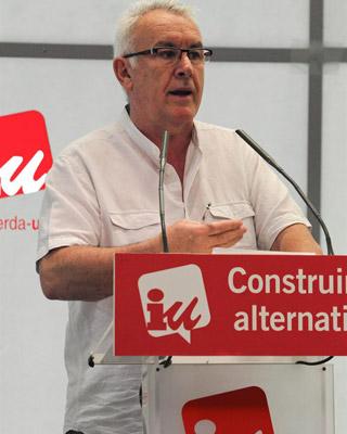 El coordinador federal de IU, Cayo Lara, durante el acto de presentación del informe político de la presidencia federal. EFE