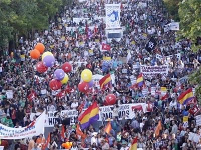 IU quiere sumar a partidos y colectivos sociales para crear un gran frente de izquierdas.