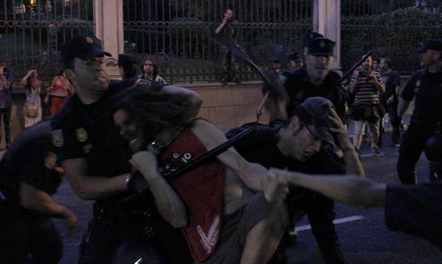 Cargas policiales en el escrache feminista. JAIRO VARGAS