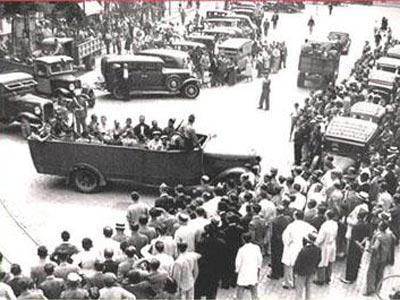 Grupo de mineros saliendo de la Audiencia Provincial de de Sevilla.- www.cosasdeandalucia.com