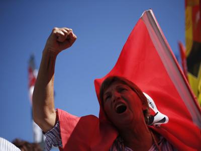 Protestas en Portugal por las medidas de austeridad que afectan a la administración pública aprobadas en el Parlamento. REUTERS/Rafael Marchante