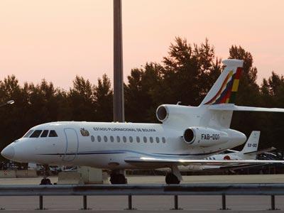 El avión oficial del presidente de Bolivia, Evo Morales, retenido en el aeropuerto de Viena. REUTERS