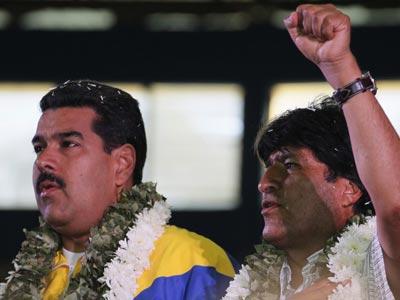 El presidente venezolano Nicolás Maduro, junto a su homólogo boliviano, Evo Morales, después de una reunión en Cochabamba, Bolivia, 4 de julio de 2013. REUTERS - David Mercado