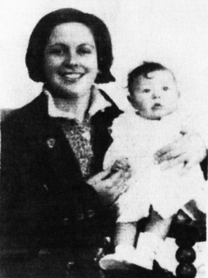 Aurora Picornell junto a su hija Octubrina
