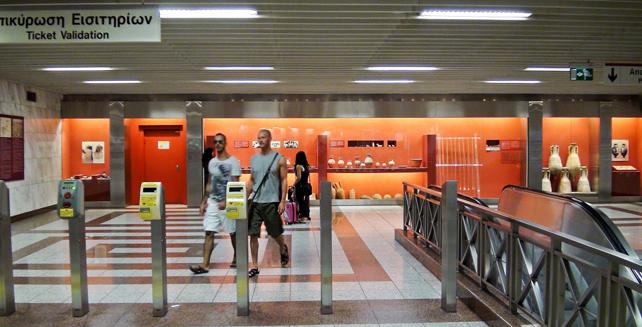 Estación de metro de Acrópolis, en Atenas, una de las seis en las que se muestran hallazgos de interés, del total de 20 en las que se hicieron prospecciones arqueológicas.