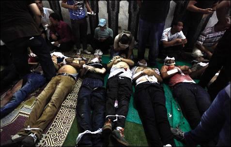 Varios cadáveres de los manifestantes muertos durante los enfrentamientos del 'Viernes de la Ira'.