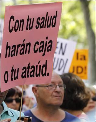 Pancarta contra la privatización de la sanidad, en una de las últimas 'mareas blancas' de Madrid.