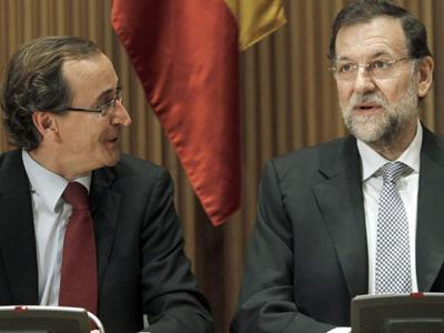El portavoz del PP en el Congreso, Alfonso Alonso, junto al presidente del Gobierno, Mariano Rajoy.