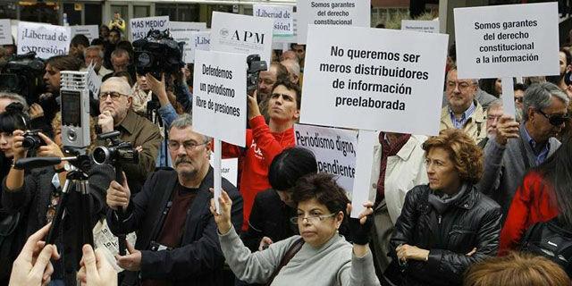 Protesta de periodistas en Madrid por la dignificación de la profesión. EFE