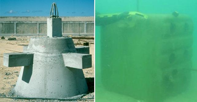Bloque de hormigón instalado en La Línea por la Junta de Andalucía en 2006 (izq.), y otro colocado por Gibraltar este mismo mes (dcha.).