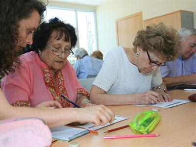 Ancianos hacen ejercicios para reforzar la memoria. EUROPA PRESS