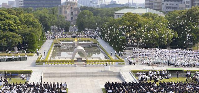 Acto de conmemoración por el aniversario del lanzamiento de la primera bomba atómica en Hiroshima. REUTERS/Kyodo