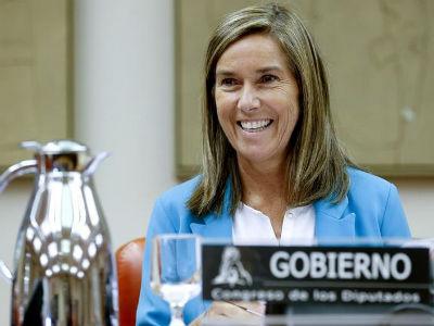 La ministra de Sanidad, Ana Mato, durante una comparecencia en la Comisión de Sanidad del Congreso. EFE/JuanJo Martín