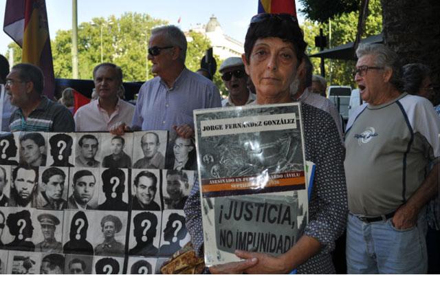 Isabel Fernández lucha por desenterrar a su abuelo y darle una sepultura digna. FOTO: ALEJANDRO TORRÚS