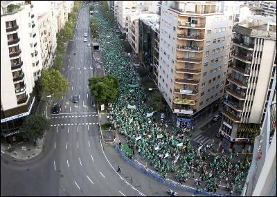 Imagen de una parte de la multitudinaria manifestación que colapsó el centro de Palma de Mallorca.