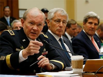 El general Martin Dempsey (i), el secretario de Defensa Chuck Hagel y el secretario de Estado John Kerry, este miércoles en el Senado de EEUU. REUTERS/Jason Reed