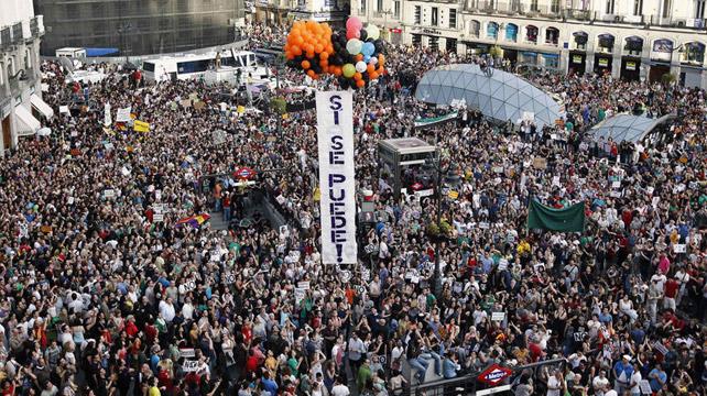 La Puerta del Sol repleta de 'indignados' durante los inicios del movimientos 15-M, que puso sobre la mesa la necesidad de un cambio en la política y en la forma de representación de la ciudadanía en las instituciones.