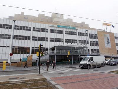 Fachada del Hospital Miguel Servet en Zaragoza.