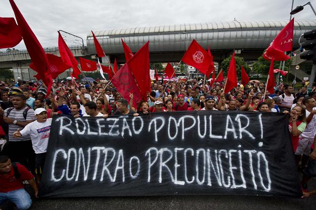BRASIL, Sao Paulo. Protestas ciudadanas contra la ilegalización de los 'rolezinhos'.