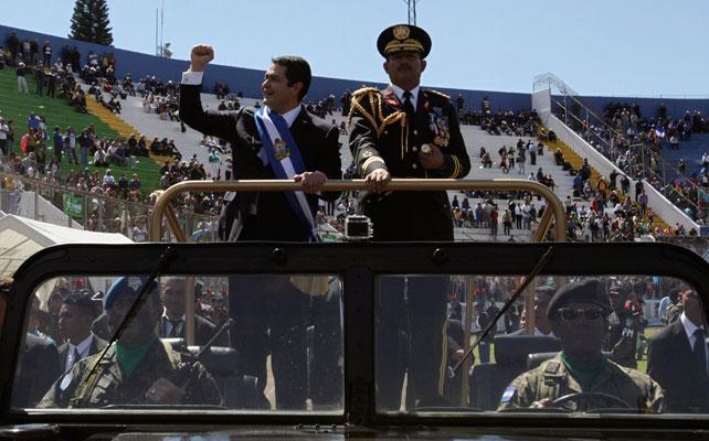 Juan Orlando Hernández en el desfile hacia la toma de posesión como presidente de Honduras.