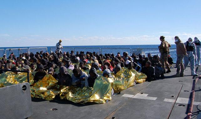 Inmigrantes rescatados por la Marina italiana.