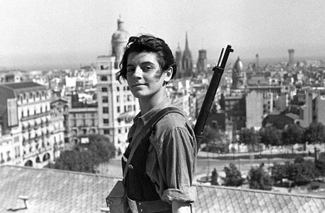 Marina Ginestà, en la épica fotografía tomada en la terraza del Hotel Colón de Barcelona.