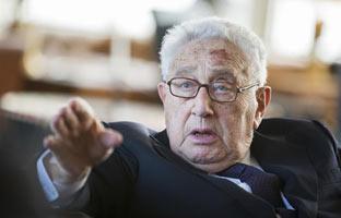 "Henry Kissinger encargó planes para ""aplastar"" <br>a Cuba en 1976"