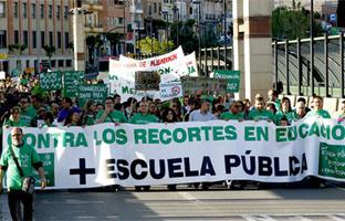Los estudiantes inician una huelga de tres días por<br> la educación pública