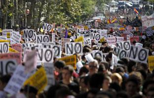 Los estudiantes se echan a la calle contra las políticas educativas 'franquistas' <br>del ministro Wert