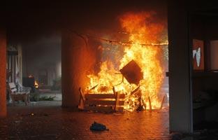 Iguala arde mientras México DF se echa a la calle por los 43 desaparecidos