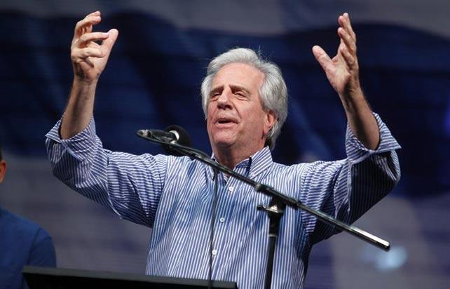 El expresidente y candidato presidencial uruguayo por el Frente Amplio Tabaré Vázquez, este domingo. EFE